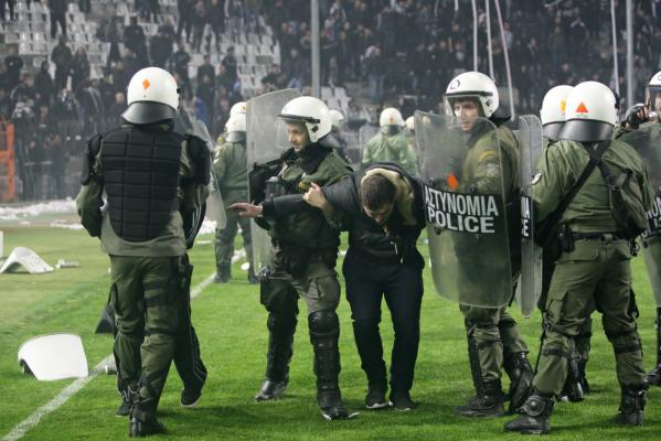 Agresywni polscy chuligani zatrzymani w Marsylii [VIDEO]