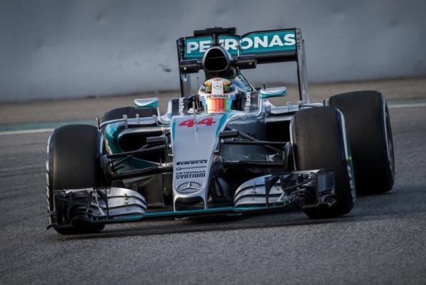 F1: Bratobójcza walka Mercedesów i kolizja w końcówce! [VIDEO]