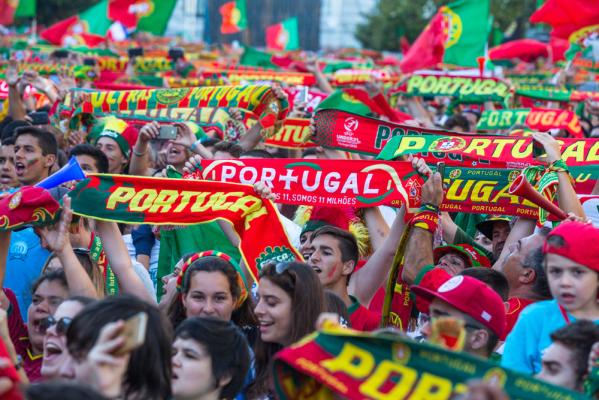 Szaleństwo w Lizbonie. Mistrzowie Europy powitani przez tłumy kibiców [VIDEO]