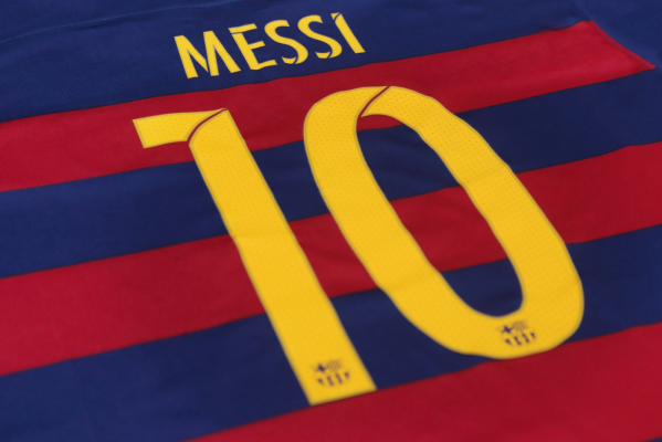 Messi i Ronaldo sprzedali najwięcej koszulek. Kto trzeci? Duże zaskoczenie!