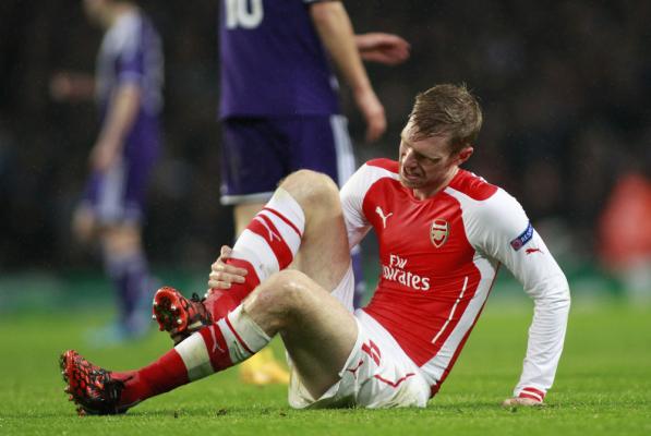 Mertesacker nie zagra na starcie sezonu Premier League