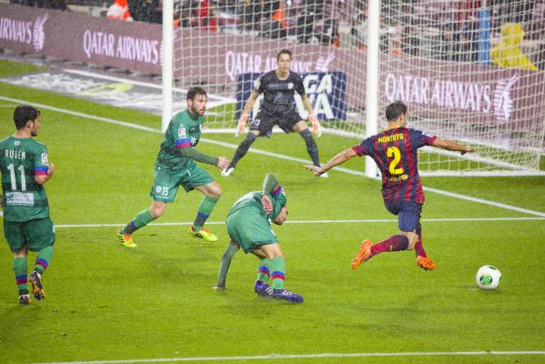 Obrońca Barcelony przechodzi do Valencii