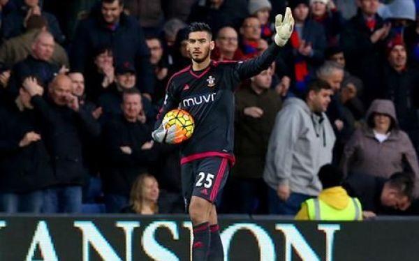 Bramkarz Southamptonu wypożyczony do Rayo
