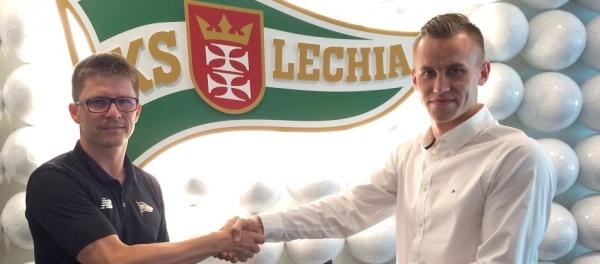 Stolarski dwa lata dłużej z Lechią