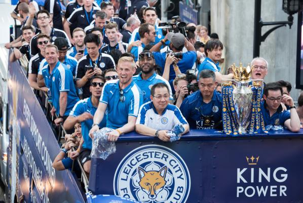 Właściciel Leicester rozpieszcza piłkarzy. Dostali drogie samochody
