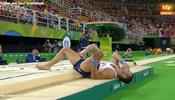Przerażająca kontuzja francuskiego gimnastyka na igrzyskach [VIDEO]