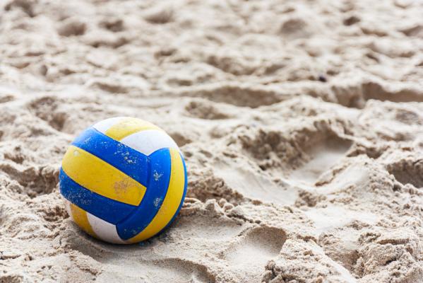 Zwycięstwo i porażka siatkarzy plażowych