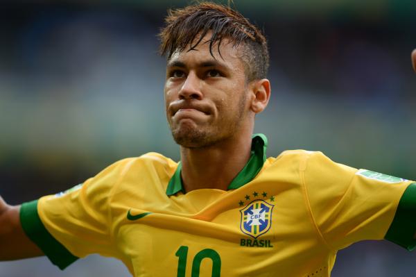 Brutalny faul Neymara. Powinien wylecieć z boiska? [VIDEO]