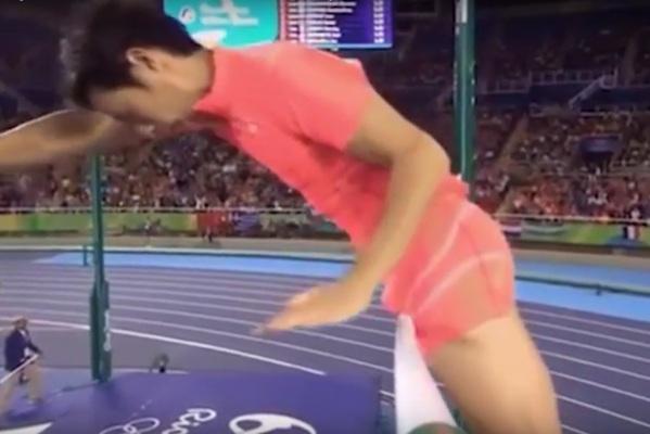 Japończyk strącił tyczkę... przyrodzeniem [VIDEO]