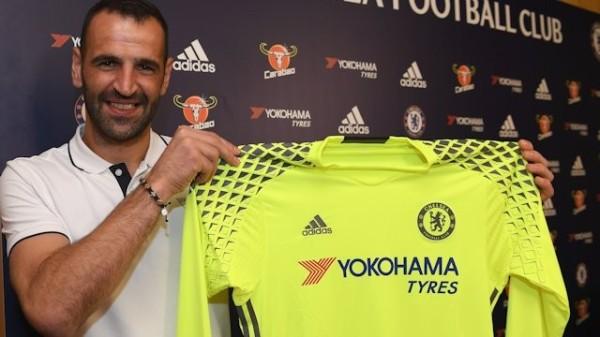 Chelsea kupiła bramkarza Dinama Zagrzeb
