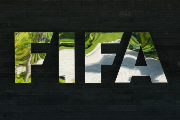 FIFA sprawdzi system powtórek dla sędziów. Testy podczas meczu Włochy - Francja