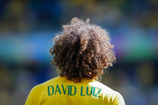 Conte: David Luiz to dla mnie środkowy obrońca i tam będzie grał