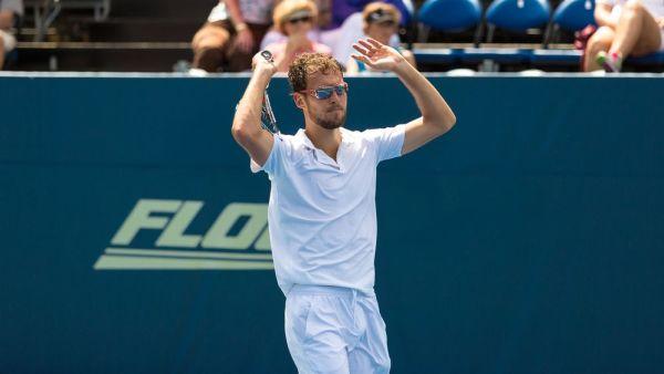 Janowicz w półfinale turnieju tenisowego w Genui