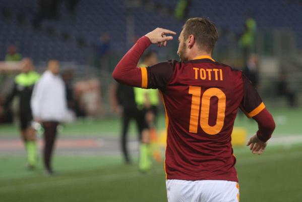 """Totti wyrównał rekord Maldiniego. """"Po raz pierwszy w życiu bałem się, że nie strzelę karnego"""""""