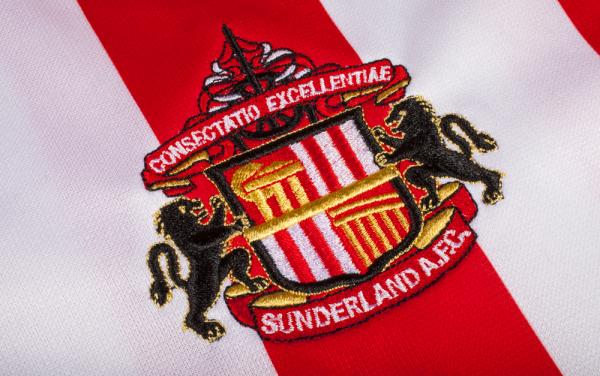 Obrońca Sunderlandu przedłużył kontrakt