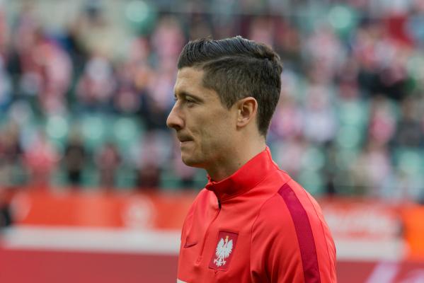 Bild: Bayern próbuje zatrzymać Lewandowskiego. Najwyższy kontrakt w lidze