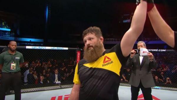 UFC: Znokautował rywala, a potem kopnął sędziego! [VIDEO]