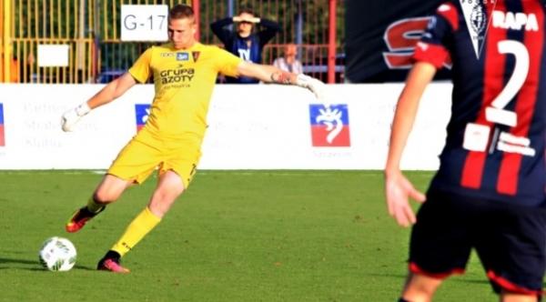 Wielki pech bramkarza Pogoni. Złamał rękę w drugim meczu w Ekstraklasie
