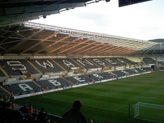 Młody obrońca Swansea przedłużył kontrakt