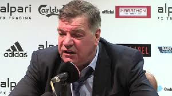 Duża odprawa dla zwolnionego po skandalu trenera Anglików
