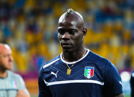 Balotelli pięknym golem dał zwycięstwo. A potem wyleciał z boiska... [VIDEO]