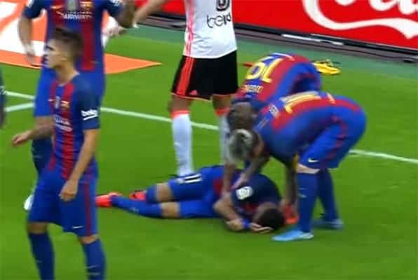 """Trafił butelką w Neymara, teraz się tłumaczy. """"Butelka była prawie pusta, a upadło pięciu piłkarzy"""""""