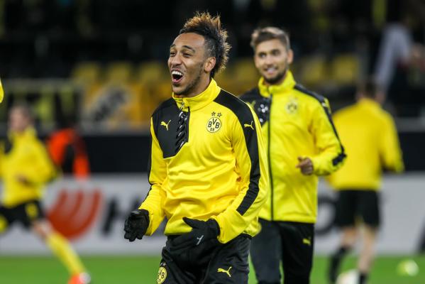 Bayern stracił punkty, a Borussia Dortmund rozbiła HSV. Cztery gole Aubameyanga!