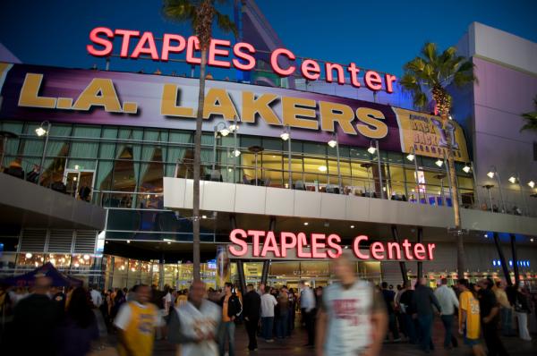 NBA: Lakers pokonali Suns, pierwsza wygrana Mavericks