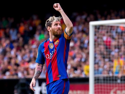 Cantona: Tlenione włosy, ruda broda... Czy Messi został liderem boysbandu?
