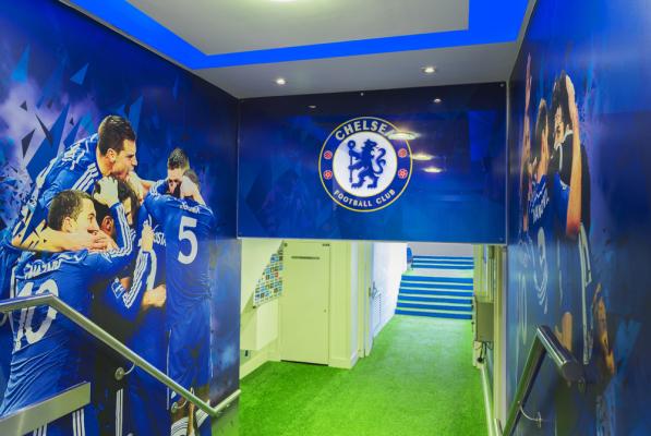 Chelsea waha się pomiędzy Manolasem a Rudigerem