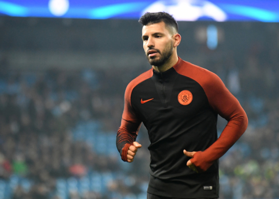 Dwie czerwone kartki, brutalny faul Aguero i awantura - kontrowersje w końcówce meczu City z Chelsea