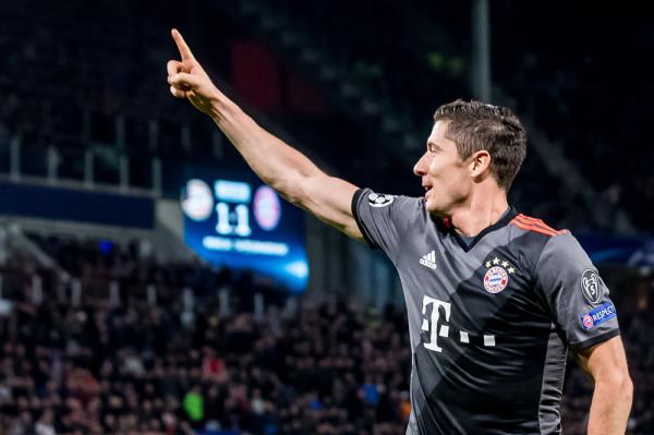 Bayern wygrał z Atletico po przepięknym golu Lewandowskiego z rzutu wolnego [VIDEO]