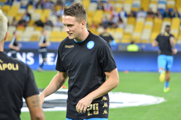 Napoli wygrało z Benficą i zapewniło sobie pierwsze miejsce, Zieliński wszedł z ławki