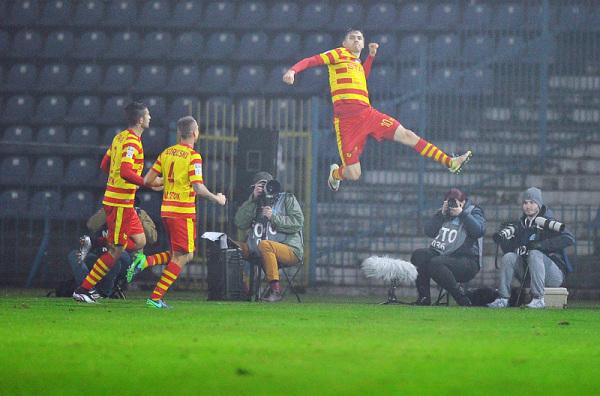 Jagiellonia wygrała w Gdyni i wróciła pozycję lidera