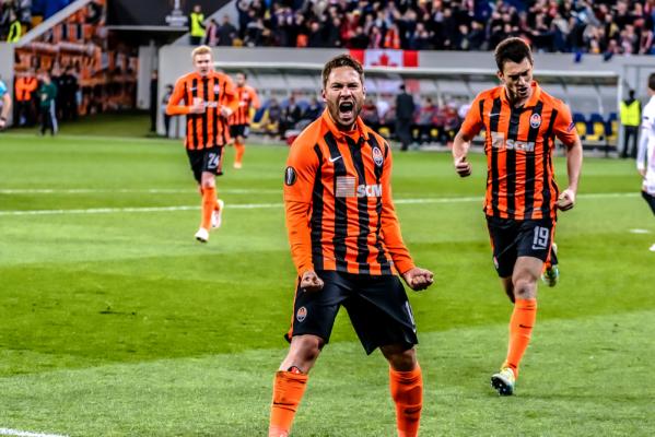 Siedem goli w szlagierze, Szachtar pokonał Dynamo w Kijowie