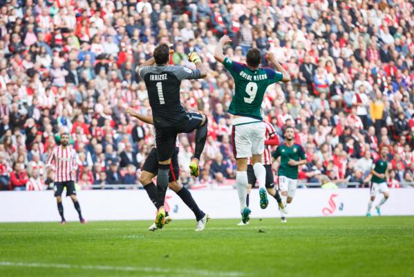 Remis Osasuny z Valencią. 6 goli na Estadio El Sadar