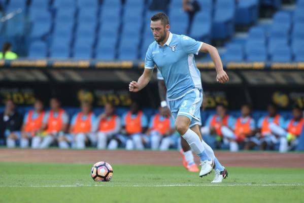 MU i Chelsea walczą o obrońcę Lazio