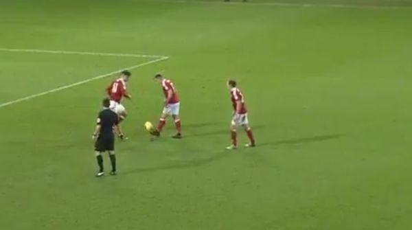 Fantastyczny gol w Anglii. Rozegrali wolny jak w FIFIE [VIDEO]