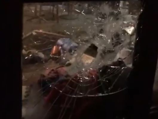 Kibice Ajaksu zaatakowani w Warszawie. Zdemolowano lokal, w którym przebywali [VIDEO]