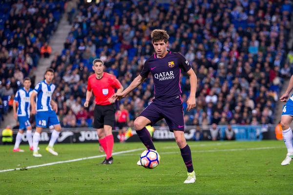 Ważna decyzja Barcelony. Gigantyczna klauzula w kontrakcie Sergiego Roberto