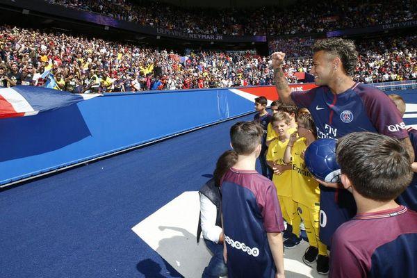 """Dyrektor rywala PSG ostrzega. """"Transfer Neymara? Mają teraz budżet na 700 milionów euro. Ta bańka pęknie"""""""