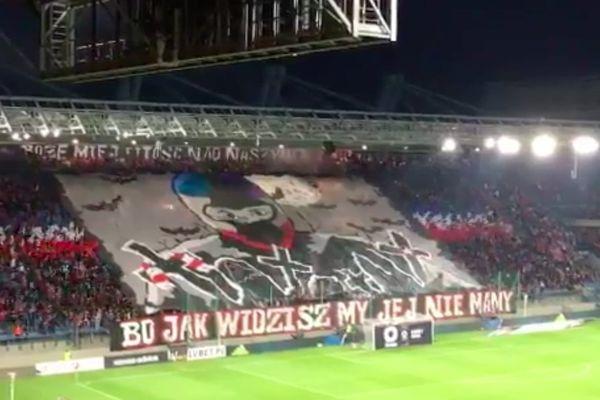 Derby Krakowa: Skandaliczna oprawa na stadionie Wisły [ZDJĘCIA]