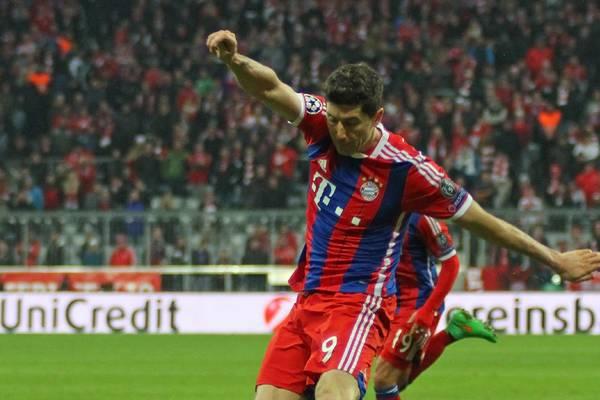 Lewandowski ratuje Bayern! Gol w doliczonym czasie gry [VIDEO]