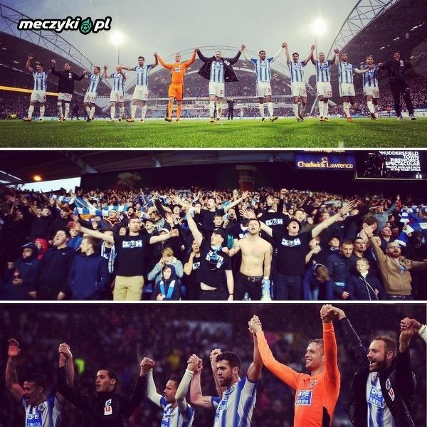 Radość fanów i piłkarzy Huddersfield po ograniu Manchesteru