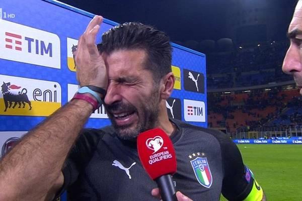 """Zapłakany Buffon kończy z reprezentacją. """"Zawiedliśmy cały kraj"""" [VIDEO]"""