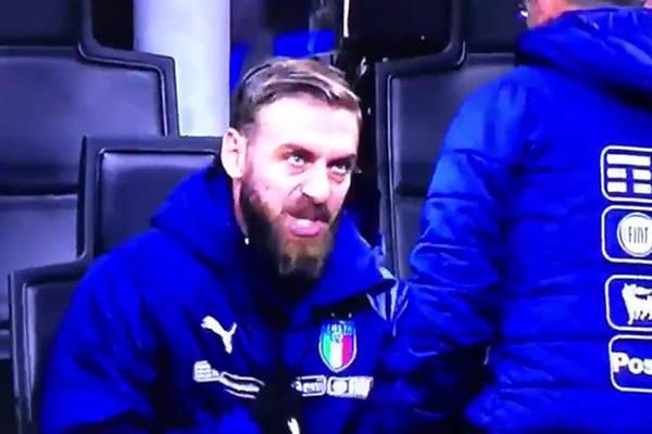 """De Rossi zrugał trenerów reprezentacji Włoch. """"K..., ja mam wejść? Musimy wygrać, a nie zremisować"""" [VIDEO]"""
