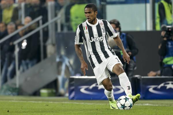 Douglas Costa ukarany za skandaliczne zachowanie w meczu z Sassuolo!