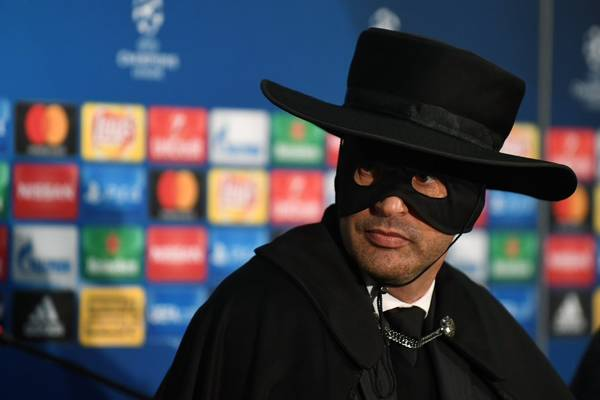 """Trener Szachtara zaszalał. Po meczu z Manchesterem City przebrał się za Zorro! """"Cała Ukraina może być z nas dumna"""""""