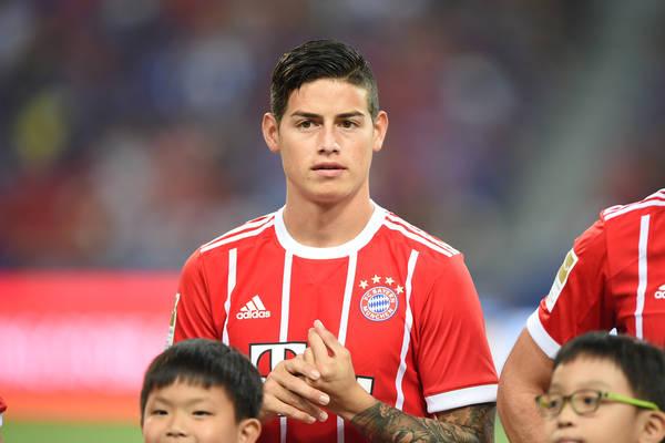 Bayern wygrywa bez Lewandowskiego. Kapitalny gol Jamesa [VIDEO]