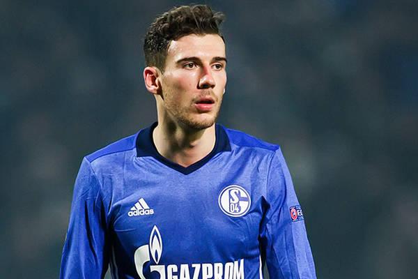 """Fani Schalke wściekli na swojego piłkarza za transfer do Bayernu. """"Odwal się"""""""